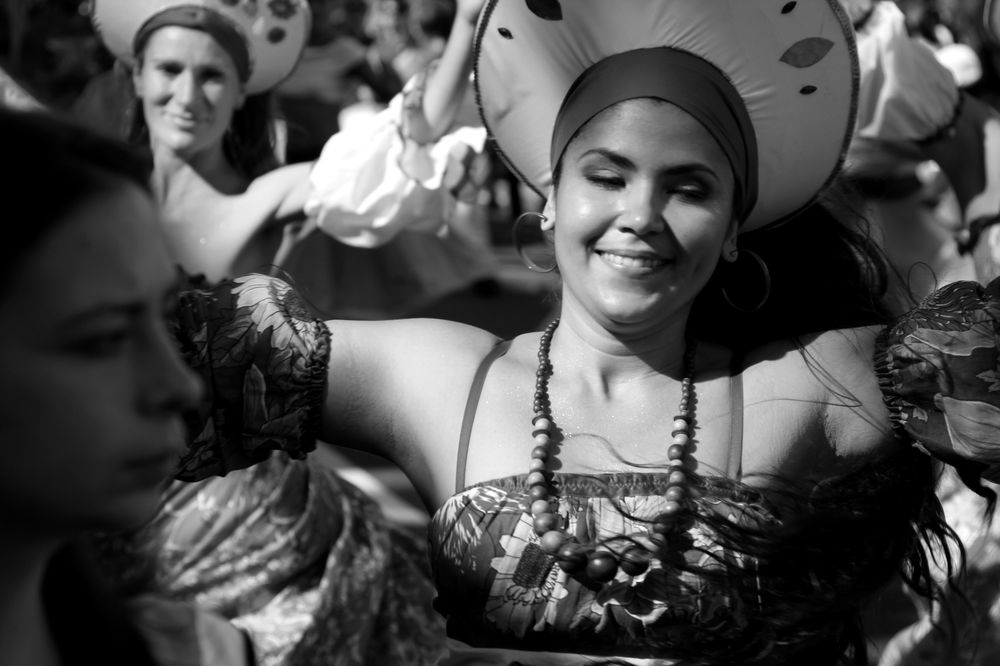 Brazilian dancers street photography notting hill london carnival